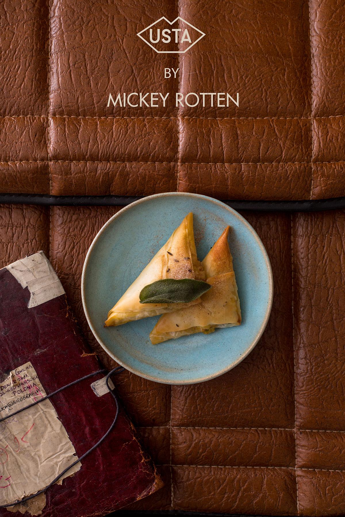 Babeczki z ciasta filo wypełnione orzechową ricottą, grzybami w porto