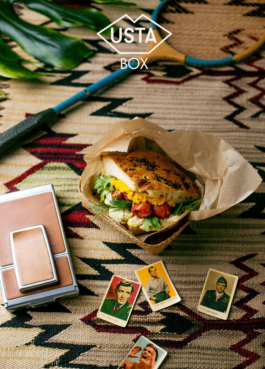 Pudełko 13: kanapka z domowej focacci z pastą z marchwi